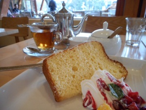 Honey chiffon cake and tea